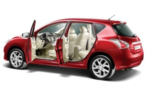 Nissan Tiida_Side angle open door